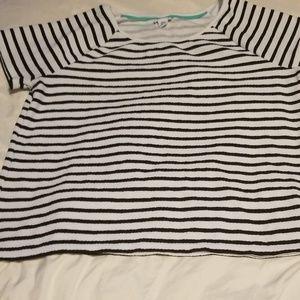 Jaclyn Smith XXL short sleeve shirt, scoop neck.